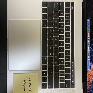 """2016 MacBook Pro 15"""" Touch Bar 2.6GHz, i7, 16GB RAM, Excellent Condition for Sale in Los Angeles, CA"""
