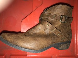 GIRLS YOUTH ANKLE COWGIRL BOOTS , zip side , like new size 3 for Sale in Seminole, FL