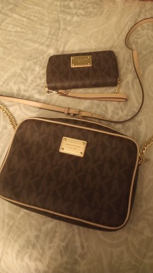 Michael kors purse and wallet brown signature for Sale in Marietta, GA