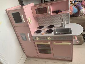Kidkraft Vintage Kitchen in Pink for Sale in Miami Gardens, FL