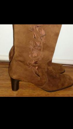 White Mountain Women's Suede Boots for Sale in Nashville,  TN