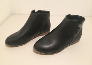 Girls Ankle Boots, Size 4 for Sale in Warren, MI