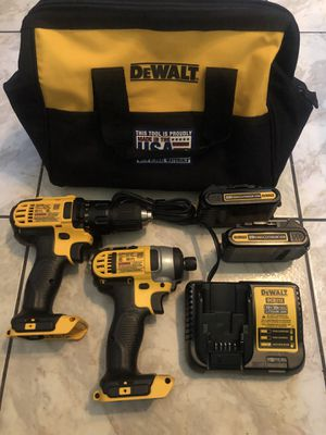 1 New DEWALT 20-Volt MAX Lithium-Ion Cordless Drill/Impact Combo Kit (2-Tool) with (2) Batteries 1.5Ah, Charger and Tool Bag $220 part numberDCF780 a for Sale in Lauderhill, FL
