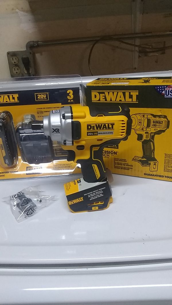 DeWalt XR 1/2 in. Mid-range Impact Wrench Charger and Battery