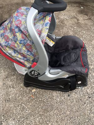 Hello kitty infant car seat for Sale in Elyria, OH