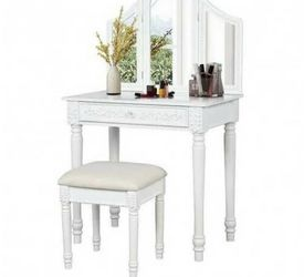White Vanity Makeup Table for Sale in Los Angeles,  CA