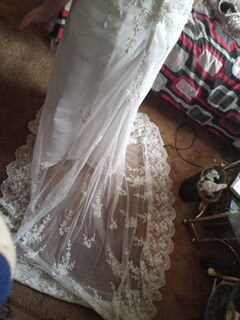 Wedding dress size 8 very beautiful and comfortable for Sale in Louisville, KY