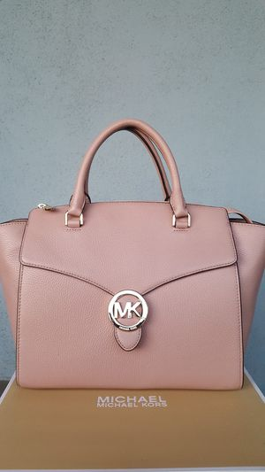 New Authentic Michael Kors Large Leather Handbag Comes With A Long Shoulder Strap 🎁🎁🎁🎁 for Sale in Pico Rivera, CA
