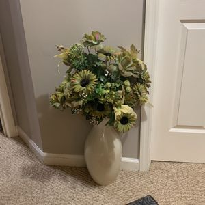 Large Ceramic Vase With Floral Arragement for Sale in Columbia, TN