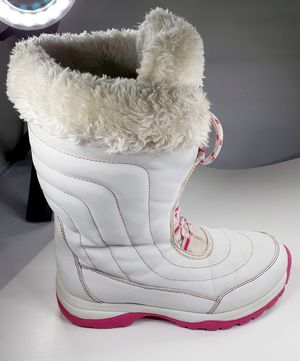 Awesome Quest snow boots for girls size 3 triple thick waterproof shipping available for Sale in Manheim, PA