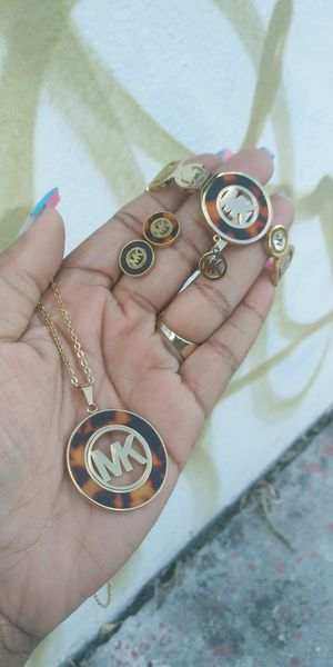 🚚💨I deliver🚀I Ship...😍😍💎14k Gold plated 💦 Necklace bracelet earrings and charm🌟🌟🌟🌟🌟 for Sale in Fort Lauderdale, FL