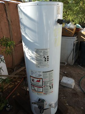 GAS WATER HEATER 40 GALLONS for Sale in Phoenix, AZ