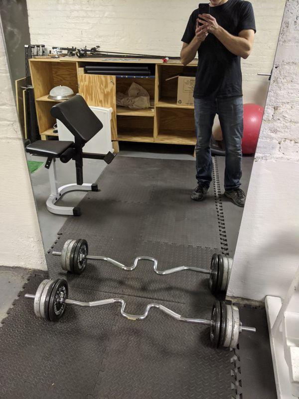 EZ curl bar - biceps barbell exercise equipment
