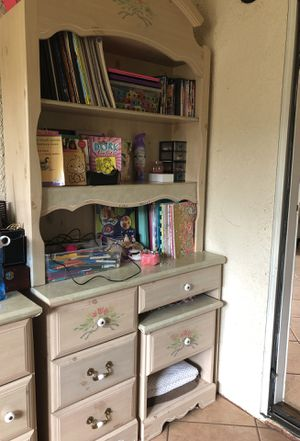 Desk with hutch for Sale in Union City, CA