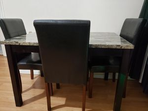 4 chairs dinning table 6 month used great condition for Sale in The Bronx, NY