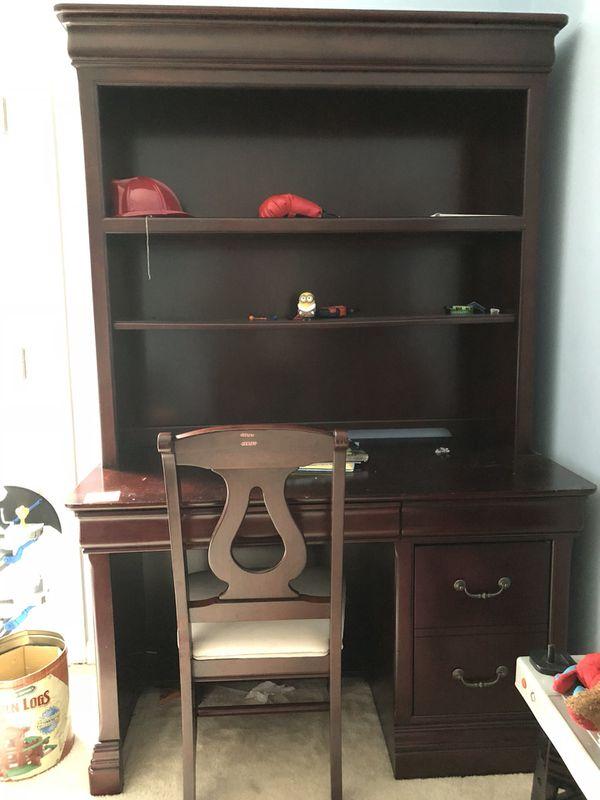 Desk and hutch bookshelf
