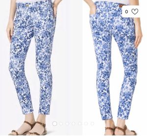 Michael Kors Izzy blue and white Cropped Skinny Jeans! Excellent condition! Size 4 for Sale in Land O' Lakes, FL