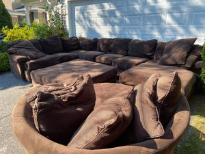Brown sectional couch with accessories for Sale in Issaquah, WA