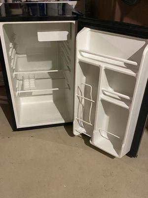 Chefmate mini fridge for Sale in Ardmore, PA