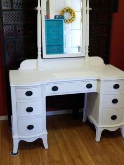 Beautiful Pedestal Desk/Vanity Solid Wood for Sale in Whittier,  CA