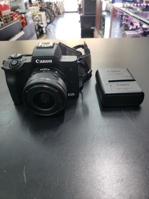 Canon EOS M50 Mirrorless Camera 15-45mm 4K Video with 2 Batteries and Bag. for Sale in Boca Raton, FL