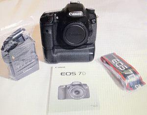 Canon EOS 7D with BG-E7 for Sale in Everett, WA