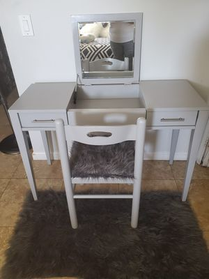 Vanity set for Sale in Anaheim, CA