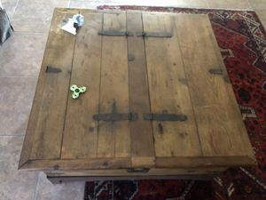 Coffee table for Sale in Maricopa, AZ