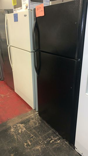 Top and bottom refrigerator excellent condition ice maker for Sale in Halethorpe, MD