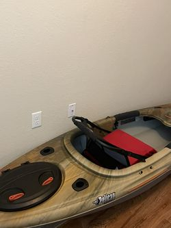 Pelican argo 100xr angler kayak with paddle for Sale in Fort Myers,  FL