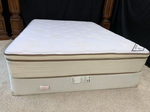 Queen 👑 💕MATTRESS AND BOX SPRING for Sale in Raleigh, NC