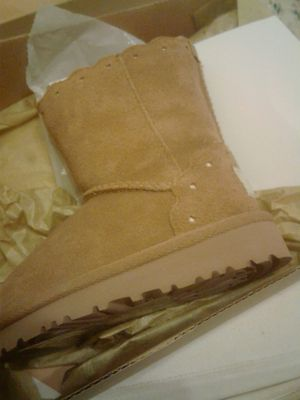 NWT Toddler ugg boots size 6 for Sale in Washington, DC