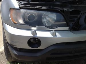 2001 BMW X5 RIGHT SIDE HEADLIGHT for Sale in Highland Park, MI