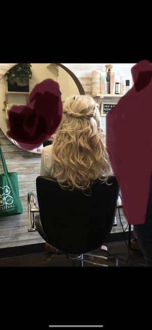 Ash blonde hair extensions. for Sale in Huntington Beach, CA