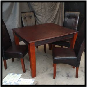 BEAUTIFUL 5 PIECE DINING SET -WOOD TABLE WITH 4 WOOD AND DARK BROWN FAUX LEATHER CHAIRS $80 OR BEST OFFER for Sale in Bakersfield, CA