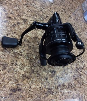 Revo x30 7 bearings abu garcia revo2x30 fishing reel for Sale in Oakland Park, FL