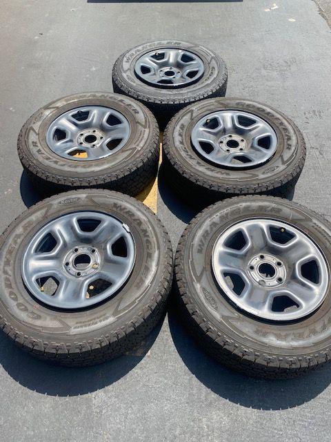 "(5) 17"" Jeep JL Takeoffs 245/75R17 Goodyear Wrangler tires - $440"