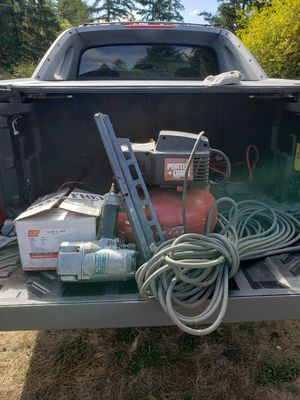 """Hitachi 3 1/4"""" strip nailer (framing gun), porter cable Jetstream compressor, 50' air hose, 3/4 of a box of 3 1/4"""" coated framing nails for gun. for Sale in Roy, WA"""