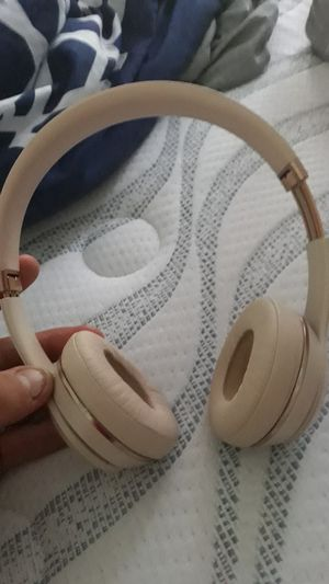 Rose gold solo 3 beats by dr dre for Sale in Columbus, OH