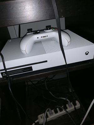 Xbox One S lightly used... $250 shipping delivery only!! (Hardly used console, 4 games, controller charger with box) for Sale in Philadelphia, PA