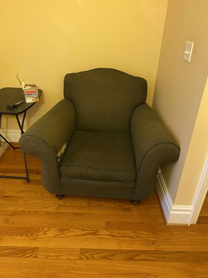 Chair free for Sale in Buffalo, NY