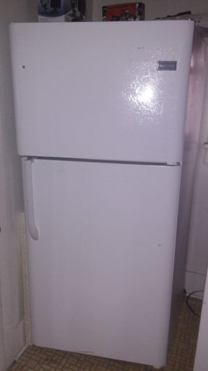 Like New Frigidaire 20.4 Cu. Ft. Top Freezer Refrigerator for Sale in Evergreen, CO