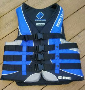 BODY GLOVE TORQUE Life Vest for Sale in Lovettsville, VA
