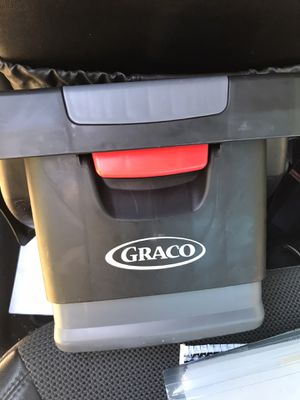 Graco Snug Ride 30 Car seat with base for Sale in Newport News, VA