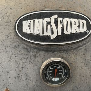 BBQ Smoker With Temperature Gauge - Kingsford for Sale in Las Vegas, NV