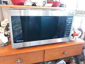 Please read discretion before you message me Free microwave for Sale in Phelan, CA