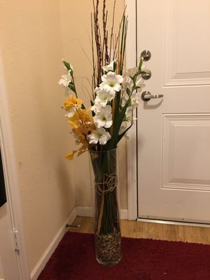 Glass floor vase with decorative flowers for Sale in Renton, WA