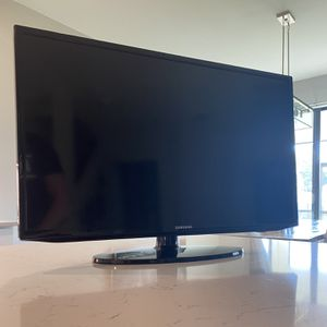 """32"""" Samsung LED 1080p Smart HD TV for Sale in Fort Myers, FL"""