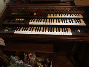 Working 80's era music machine/organ, old school keyboard for Sale in Houston, TX