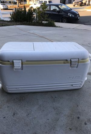 Large Igloo Cooler for Sale in Wildomar, CA